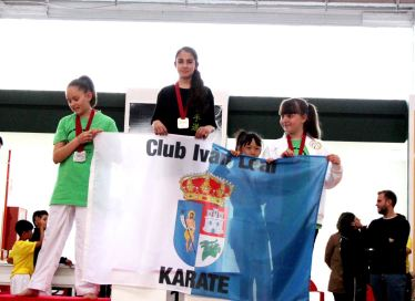 PODIUM ALEXANDRA KARATE